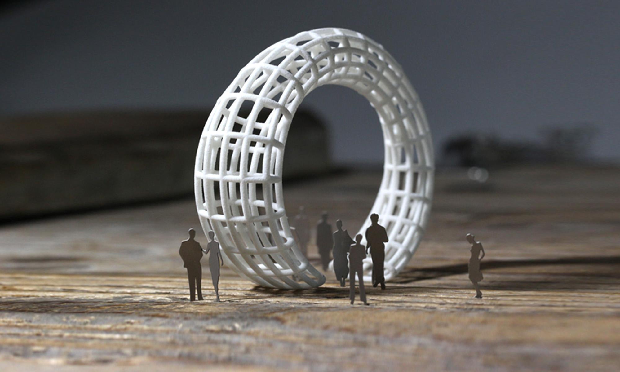 weißer Armreif durch modellbaufiguren verliert der Armreif seinen Maßstab und wird selbst zur Architektur