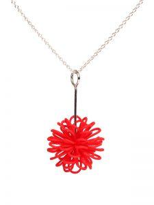 roter runder Kettenanhänger mit Silberkette