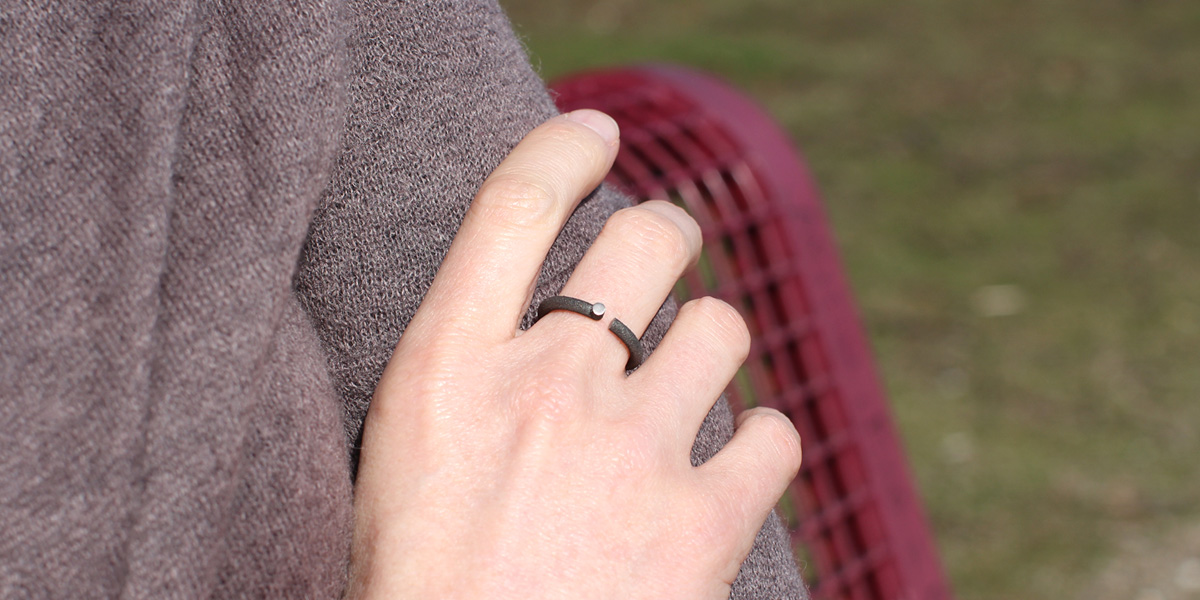 elegant minimalist black ring
